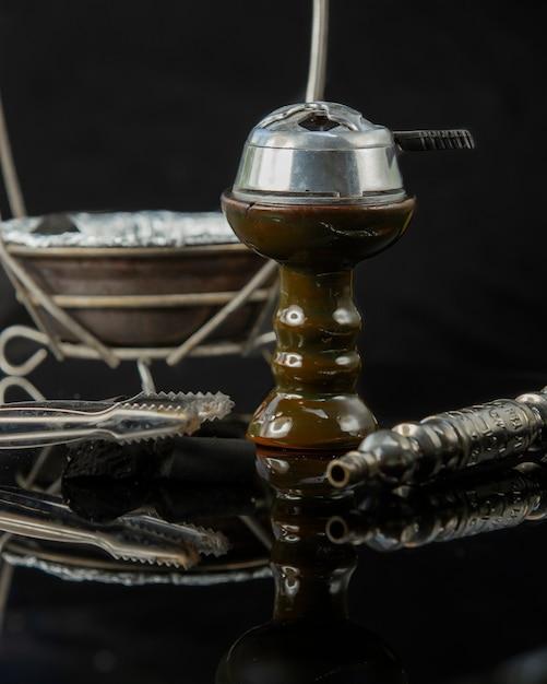 Peças shisha tigela e tubo de carvão Foto gratuita