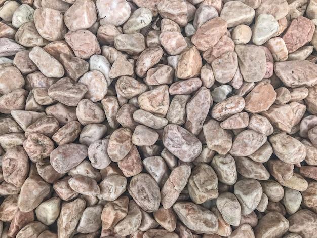 Pedras aleatórias vermelhas pequenas da rocha da forma moídas. Foto Premium