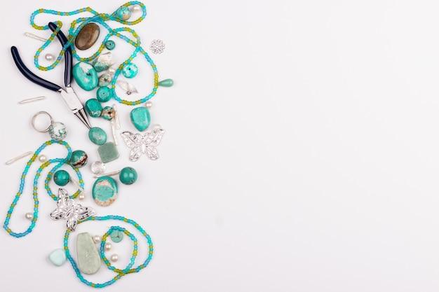 Pedras turquesas para fabricação de jóias Foto Premium
