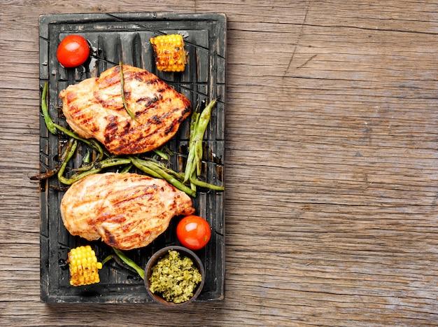 Peito de frango grelhado Foto Premium