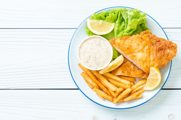 Peixe e batata frita Foto Premium