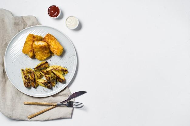 Peixe e batatas fritas tradicionais ingleses. Foto Premium