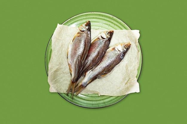 Peixe seco salgado, lanche de cerveja Foto Premium
