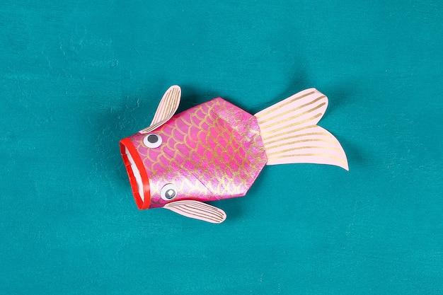 Peixes da carpa do koi de diy no fundo do verde azul. Foto Premium