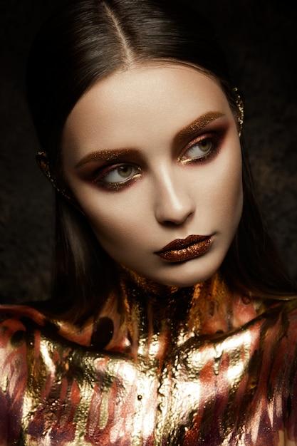 Pele de mulher ouro. Foto Premium