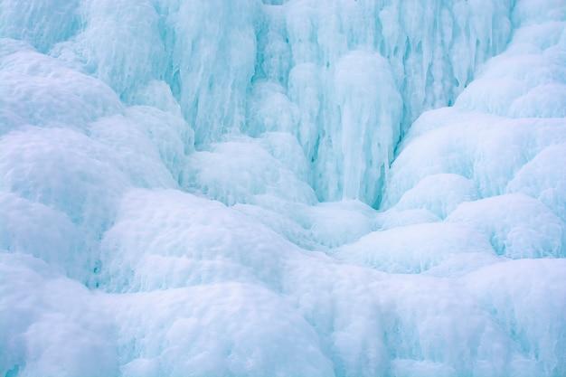Penhasco de gelo no lago baikal, rússia Foto Premium