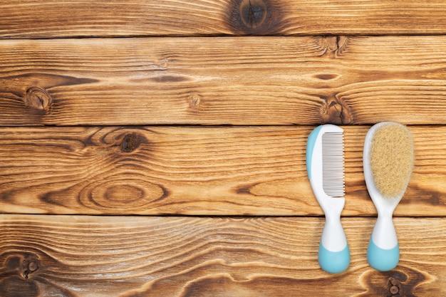 Pente e escova para cuidados com bebês recém-nascidos Foto Premium