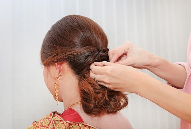 Penteado de casamento nupcial tailandês. Foto Premium