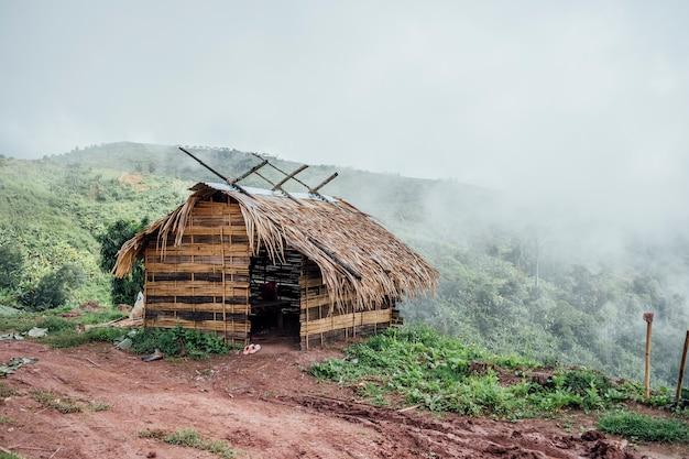 Pequena cabana para descanso de fazendeiro Foto gratuita