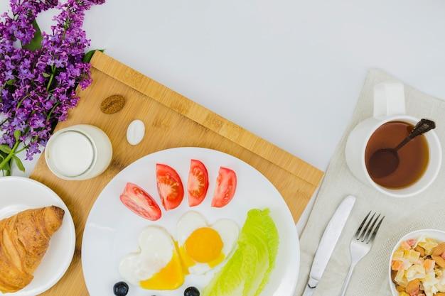 Pequeno-almoço saudável com frutas Foto gratuita