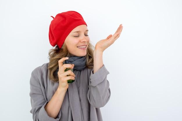 Perfume de cheiro de mulher francesa agradável Foto gratuita