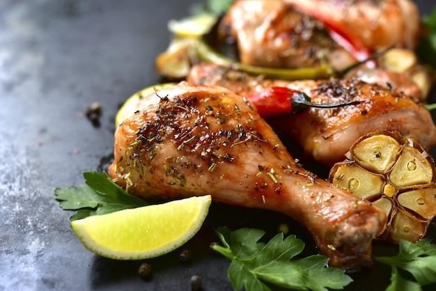 Pernas de frango grelhado Foto Premium
