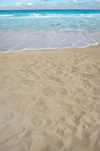 Perspectiva de areia de praia costa litoral de verão Foto Premium