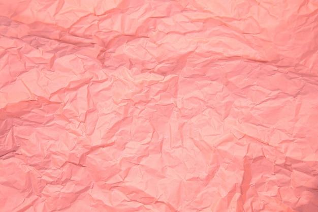 Perto da ruga rosa amassada velha com fundo áspero de textura de página de papel. Foto Premium