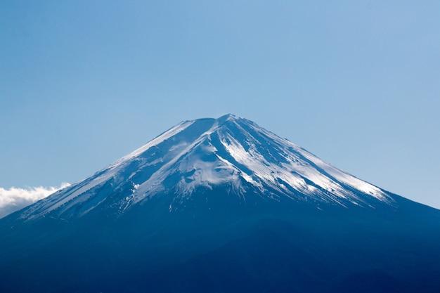 Perto do topo da montanha fuji com cobertura de neve no topo, japão Foto Premium
