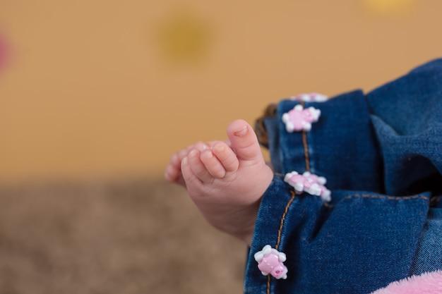 Pés de menina bebê Foto Premium