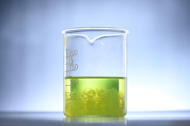 Pesquisa de algas em laboratórios, conceito de ciência de biotecnologia Foto Premium
