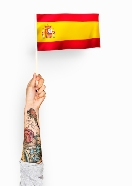 Pessoa acenando a bandeira do reino de espanha Foto gratuita