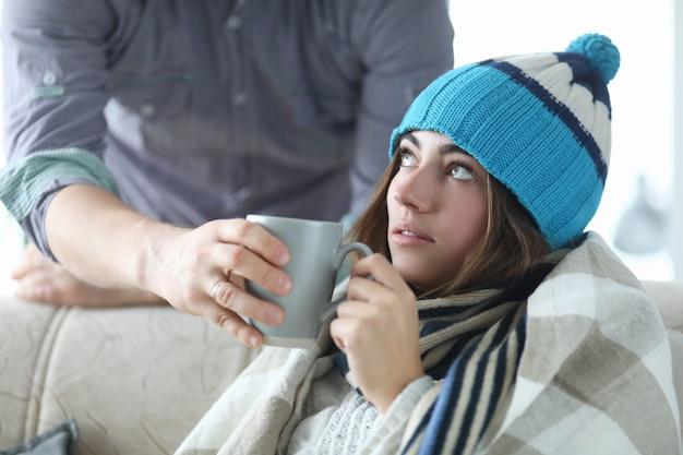 Pessoa doente em casa Foto Premium