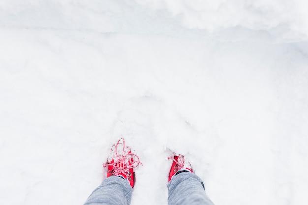 Pessoa, pernas, em, neve Foto gratuita
