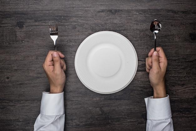 Pessoa pronto para comer Foto gratuita