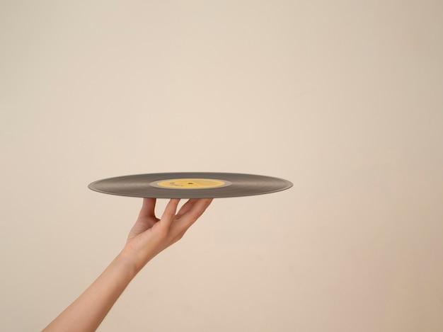 Pessoa, segurando, disco vinil, com, cópia-espaço Foto Premium