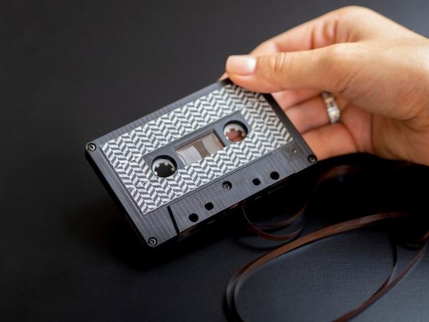 Pessoa, segurando, modernos, minimalista, cassete fita Foto gratuita
