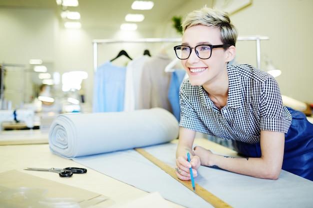 Pessoal do departamento têxtil Foto gratuita