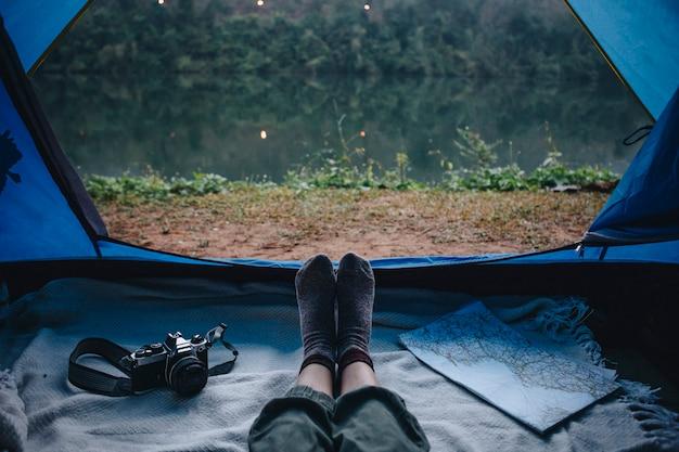 Pessoas, acampamento, rio Foto gratuita