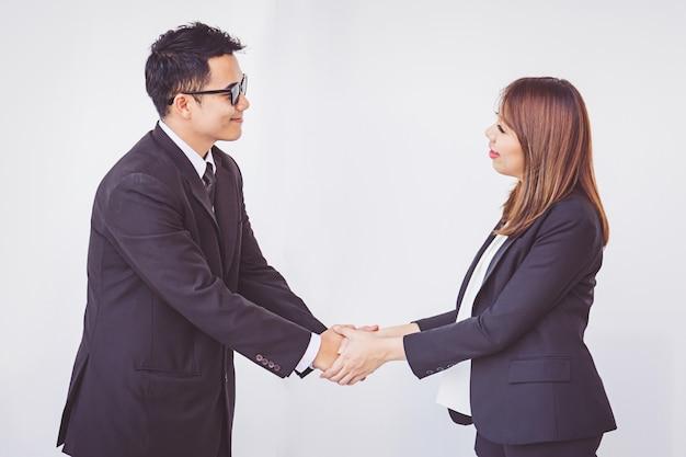 Pessoas de negócios coordenam as mãos conceito de trabalho em equipe Foto Premium