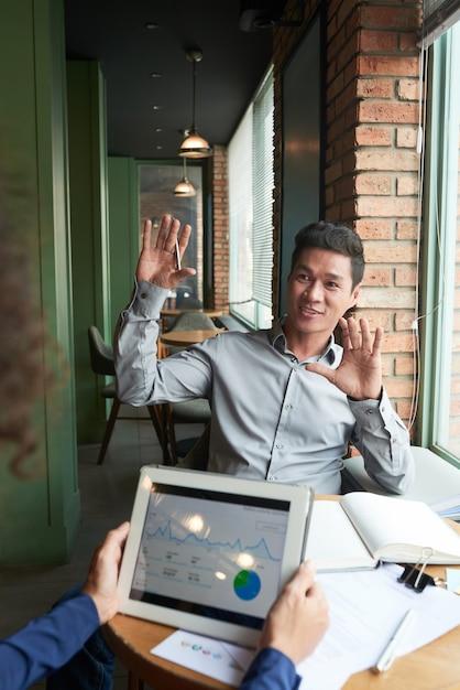 Pessoas de negócios tendo reunião Foto gratuita