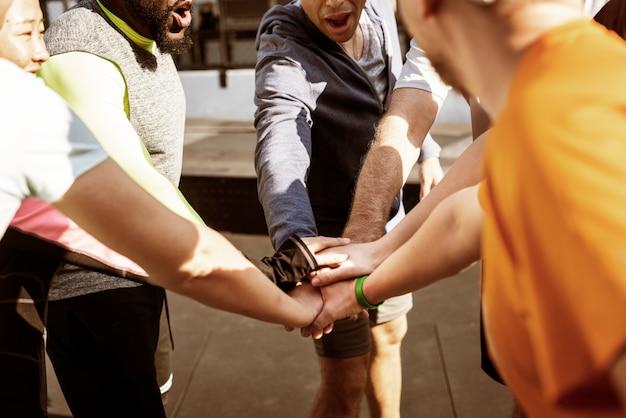Pessoas, exercitar, em, ginásio aptidão Foto gratuita