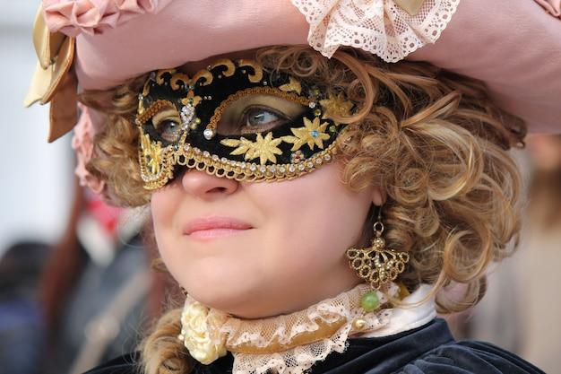 Pessoas fantasiadas para o carnaval de veneza Foto Premium