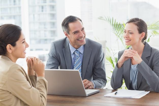 Pessoas negócio, conduzir, um, entrevista Foto Premium