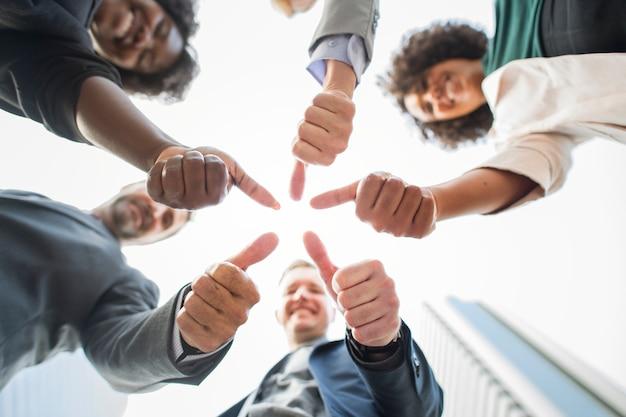 Pessoas negócio, dar, um, polegares cima Foto gratuita