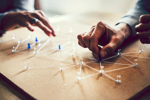 Pessoas se conectando em uma rede global de negócios Foto Premium