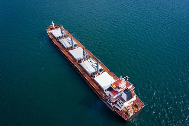 Petróleo e gás com petroleiro petroquímico transporte importação exportação negócios internacional mar aberto Foto Premium