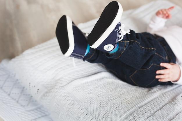 Pezinhos, bebê recém-nascido Foto Premium