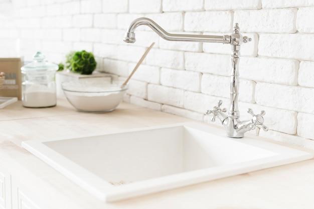 Pia de banheiro moderno close-up Foto gratuita
