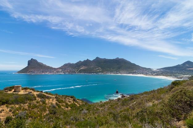 Pico de chapman perto do oceano capturado na áfrica do sul Foto gratuita