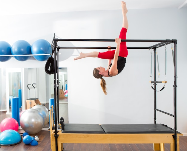 Pilates aerobic instructor woman em cadillac Foto Premium