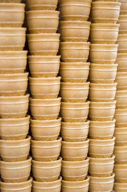 Pilha de cones de sorvete waffle vazio Foto Premium
