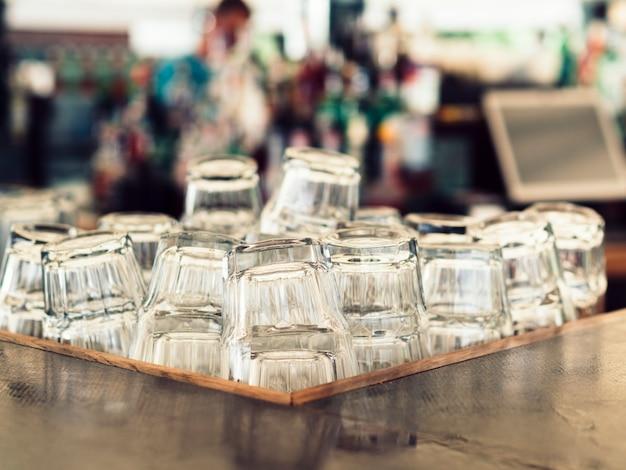 Pilha de copos vazios Foto gratuita