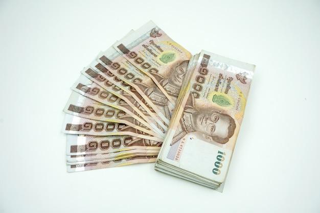 Pilha de dinheiro tailandês Foto Premium