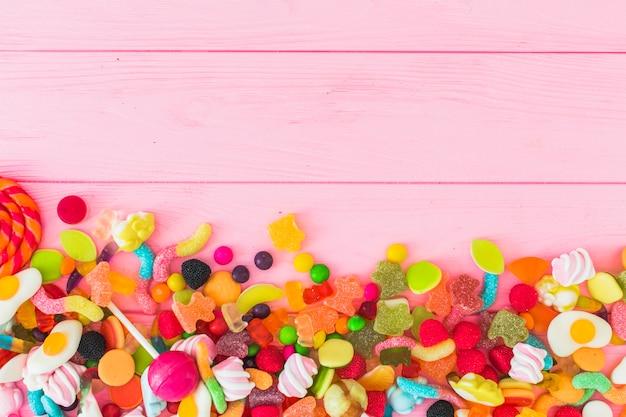 Pilha de doces coloridos de geléia Foto gratuita