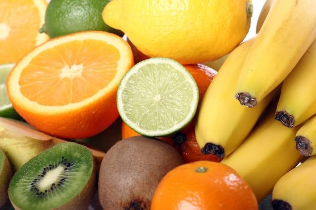 Pilha de frutas frescas Foto gratuita