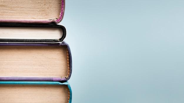 Pilha de livro com espaço de cópia Foto Premium