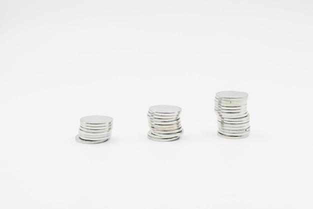 Pilha de moedas de prata Foto gratuita