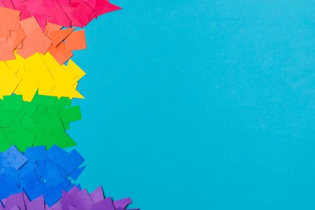 Pilha de papéis em cores lgbt Foto gratuita