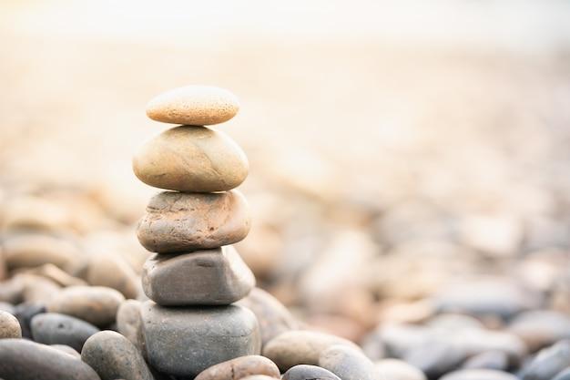 Pilha de pedras. tratamento de spa e zen como conceito Foto Premium